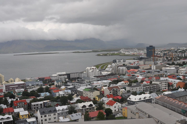Reykjavik, widok z wieży katedry.