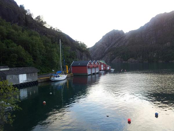 PASJA przy doku we fjordzie.