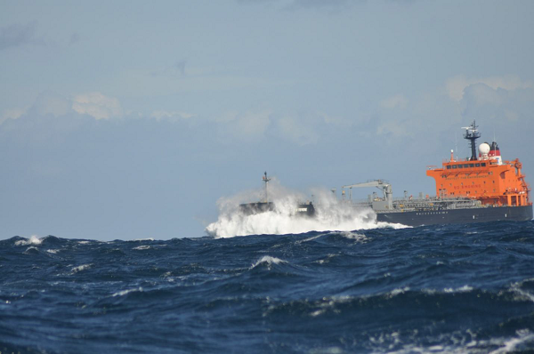Statek idący kontrkursem w cieśninie Skagerrak.