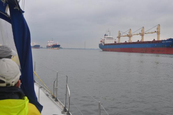Statki na St. Lawrence Seaway, czekające na wejście do Montrealu.