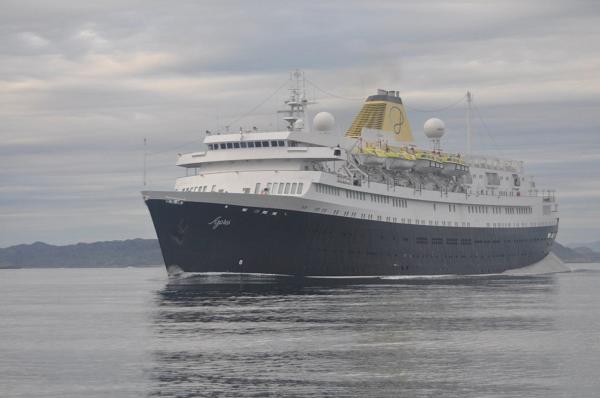 Podejście do Nuuk, Grenlandia. Statek wycieczkowy.