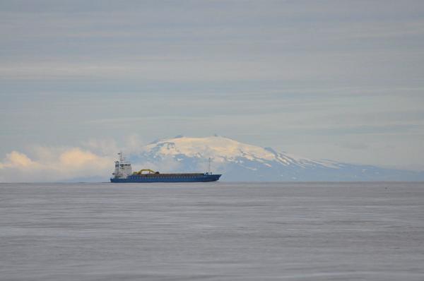Brzeg Islandii z morza.